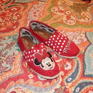 WOMENS MINNIE MOUSE HANDPAINTED TOMS 8 SUPER CUTE